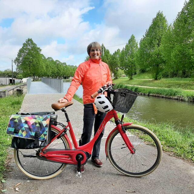 Lieselotte, notre spécialiste vélo à l'office de tourisme, a testé pour vous le canal de Berry à vélo entre Saint-Amand-Montrond et Vallon-en-Sully :  https://bit.ly/3o6RSyh  #canaldeberryavelo #veloroute #coeurdefranceavelo #cycling #saintamandmontrond #coeurdefrancetourisme #departementducher #berryprovince #centrevaldeloire #enrouelibre