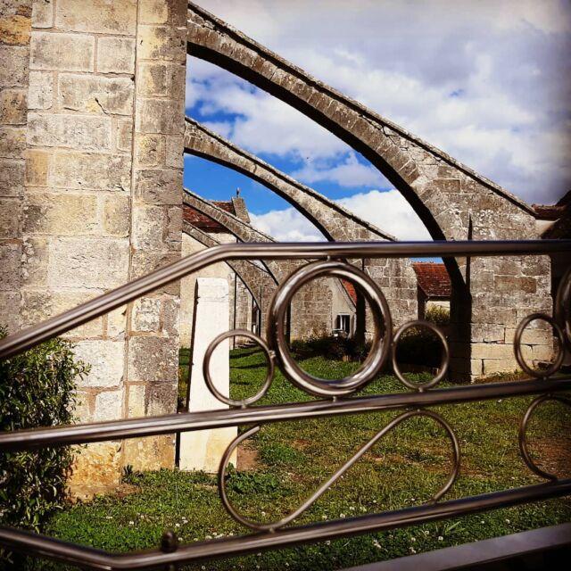 Accrochez-vous ! Je vous emmène très prochainement découvrir les richesses de Coeur de France...  #slowtourisme #roadtrip #insolite #patrimoine #paysage #countryside #histoire #coeurdefrance #departementducher #berryprovince #espritberry #centrevaldeloire #enrouelibre #routejacquescoeur